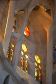 The foliage-like vaulting in the roof of the nave peters out where it meets the clerestory windows over the aisles in the Basilica de la Sagrada Familia