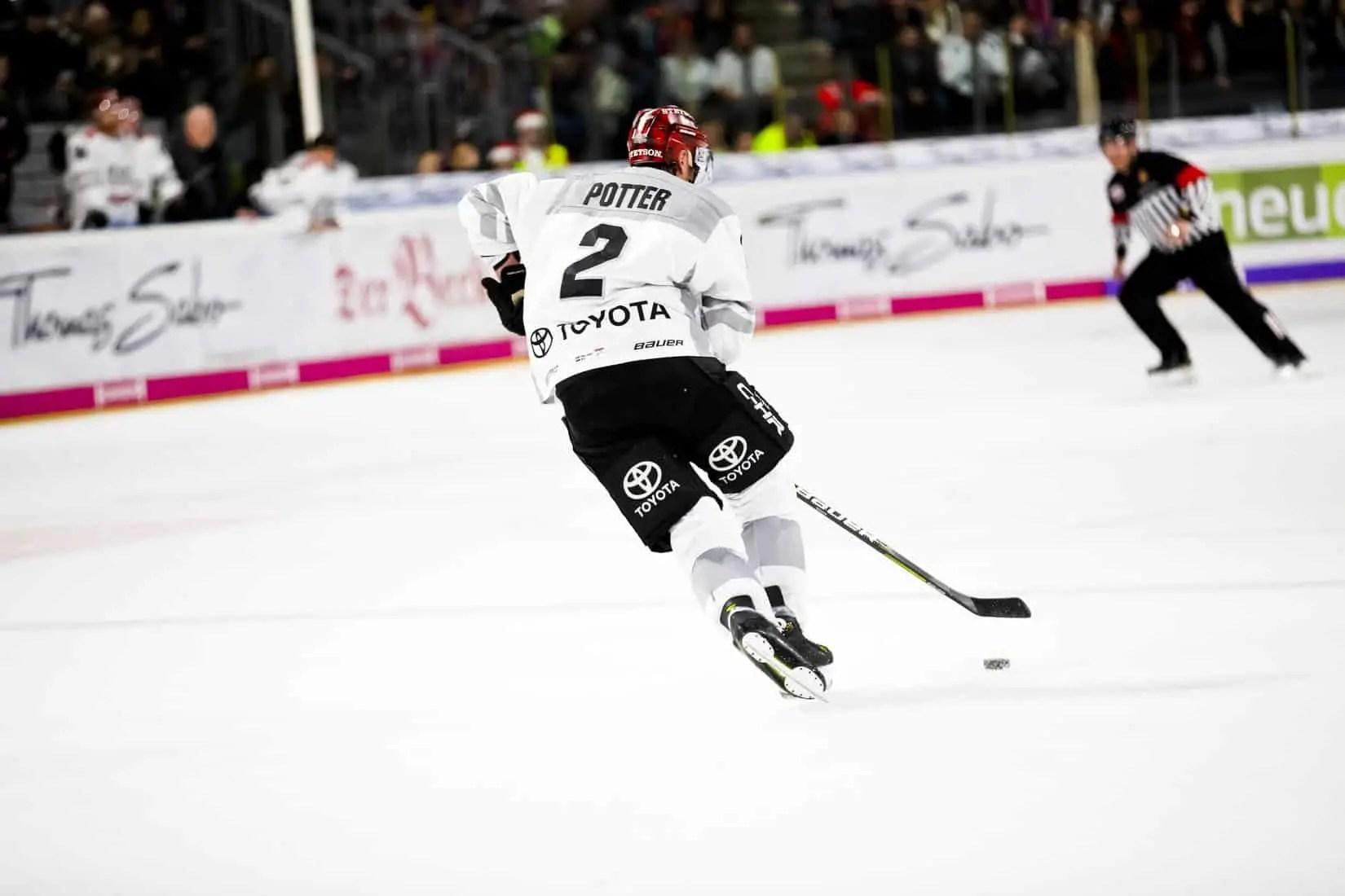 how fast do hockey players skate