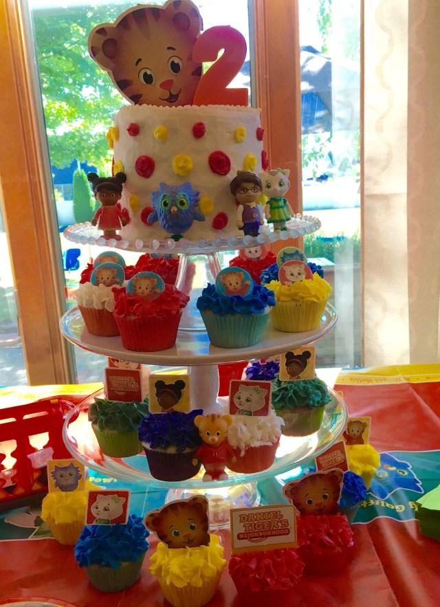 Daniel Tiger Birthday Cake Daniel Tiger Birthday Cake And Cupcakes Livias 2nd Birthday