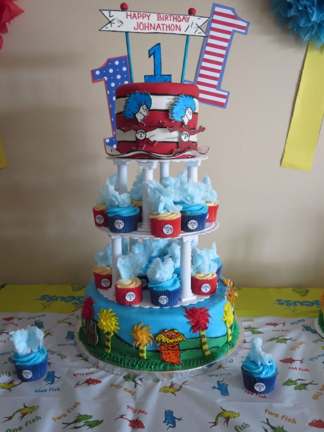 Dr Seuss Birthday Cakes Dr Seuss First Birthday Cake And Cupcakes The Bottom Tier Is A Cake