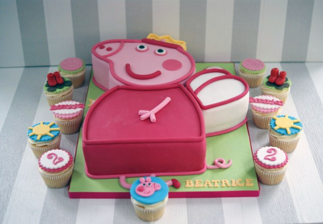 Peppa Pig Birthday Cake Peppa Pig 2nd Birthday Cake And Cupcakes 2 Bakealous