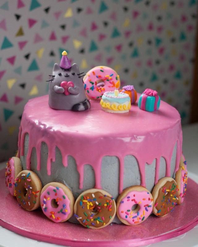 Pusheen Birthday Cake I Made A Pusheen The Cat Cake For My Daughter Baking