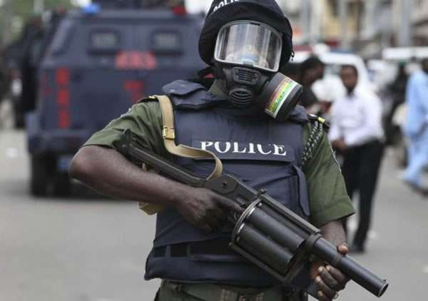 Nigerian Police officer opens fire on his colleagues in Lagos