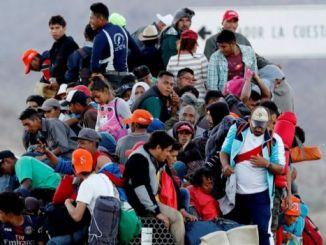 Donald Trump threaten to close Mexico border because of migrants