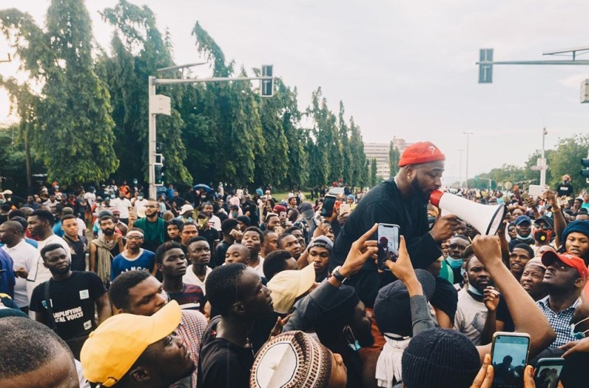 #ENDSARS : Davido goes down on his kneel as they shoot at them [VIDEO]