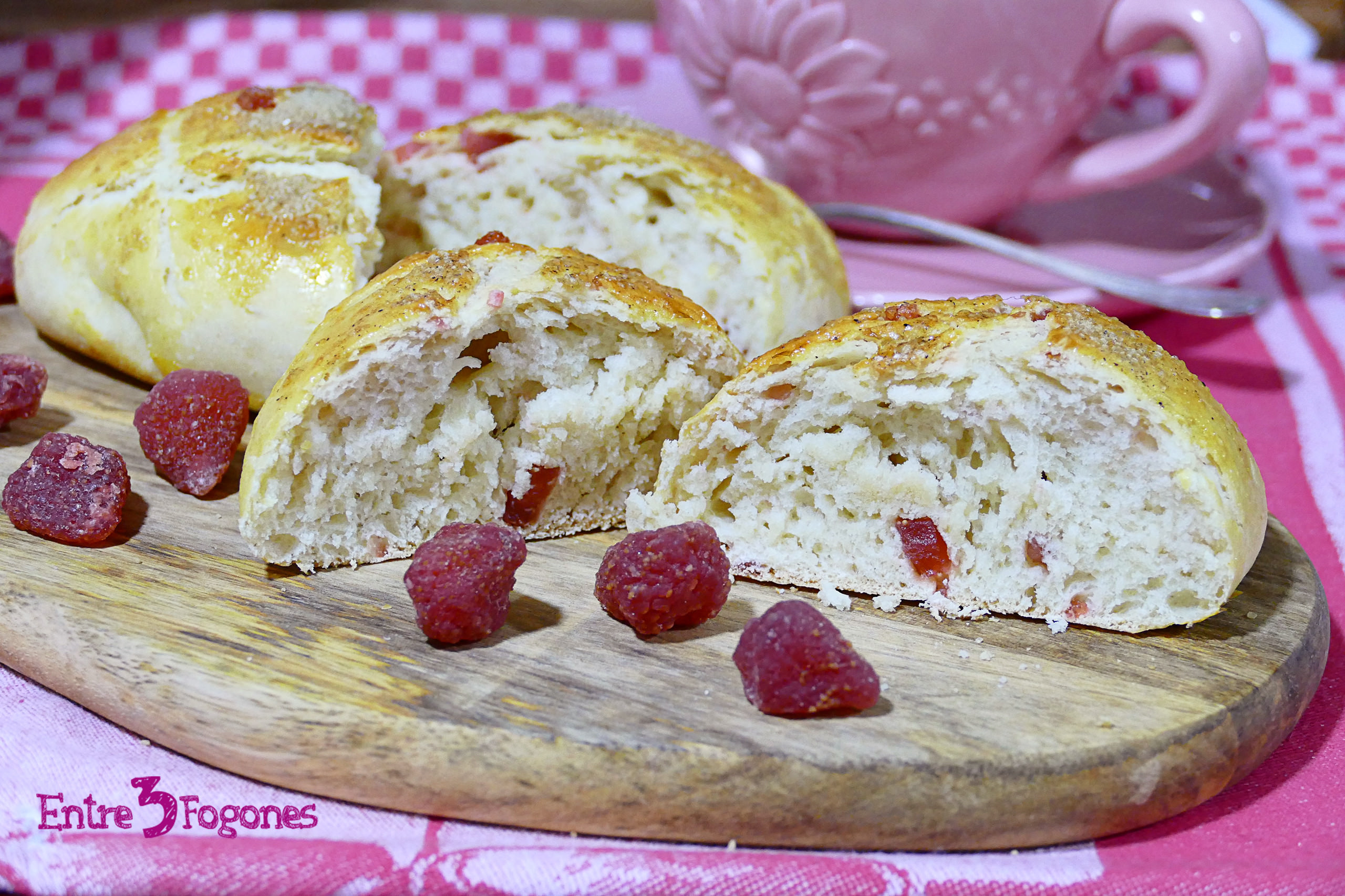 Photo of Panecillos de Leche con Fresas Deshidratadas