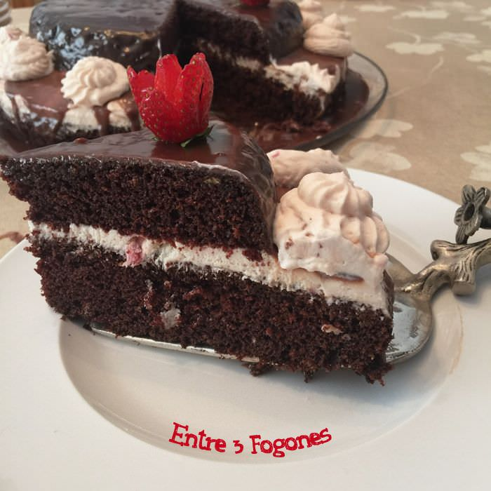 Photo of Tarta de Chocolate y Crema de Fresas