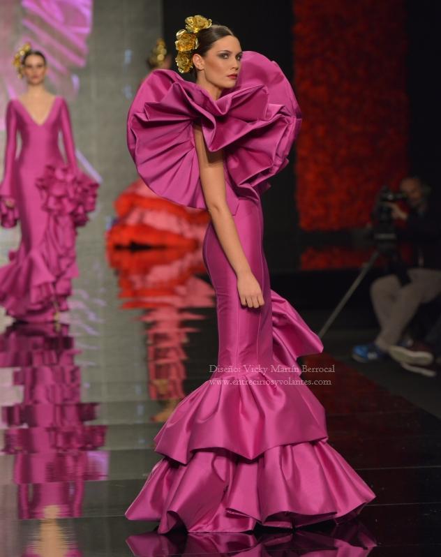 vicky-martin-berrocal-trajes-de-flamenca-entre-cirios-y-volantes