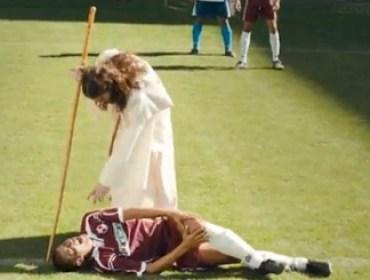 Comercial de Jesus invitando a apostar en el futbol