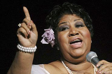 Aretha Franklin dice que recuperó su salud por un milagro