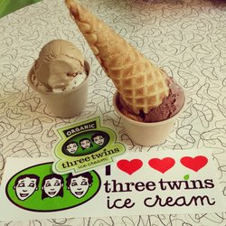 helados three twins