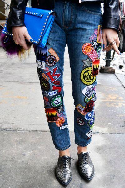 Tanto hombres como mujeres pueden llevar el patch denim en sus outfits.