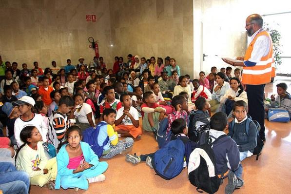 Meniores saharauis de Vacaciones en Paz a su llegada al Aeropuerto de Málaga. / ARTIFARITI Flick