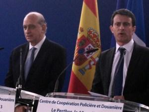 Jorge Fernández Díaz junto al ministro del Interior de Francia, Manuel Valls. / Interior