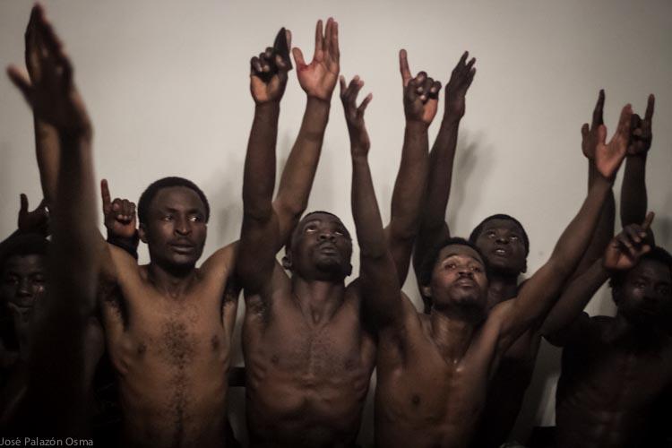 Migrantes subsaharianos refugiados en la casa de un melillense. / José Palazón