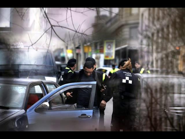 Fotograma del vídeo de fotogracción sobre redadas racistas en Madrid. / Vimeo