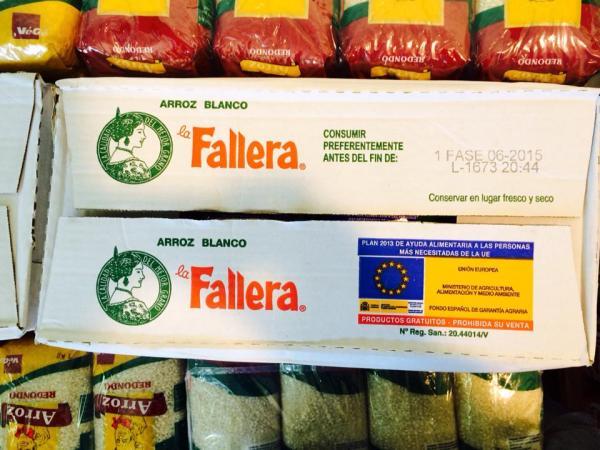 Alimentos donados por la UE que han recogido las asociaciones solidarias de Andalucía para los refugiados saharauis. / S.R.