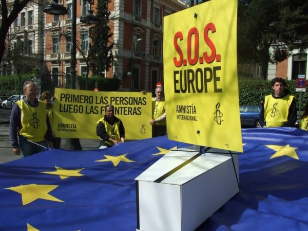 Manifestantes frente al Ministerio del Interior español. / A.I
