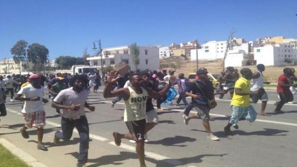 Manifestación en Tánger contra los asaltos a barrios de migrantes. / M.G