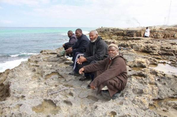 Desplazados libios divisando sus costas. Foto: ACNUR/L. Dobbs