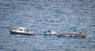 Patrullera marroquí y española deportan una patera en Melilla en marzo de 2013./ Prodein