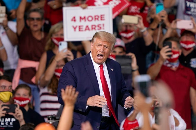 trump at a rally during covid19