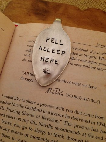 Para quem dorme lendo! https://www.etsy.com/listing/202249371/hand-stamped-bookmark-vintage-bookmark?ga_order=most_relevant&ga_search_type=all&ga_view_type=gallery&ga_search_query=&ref=sr_gallery_25