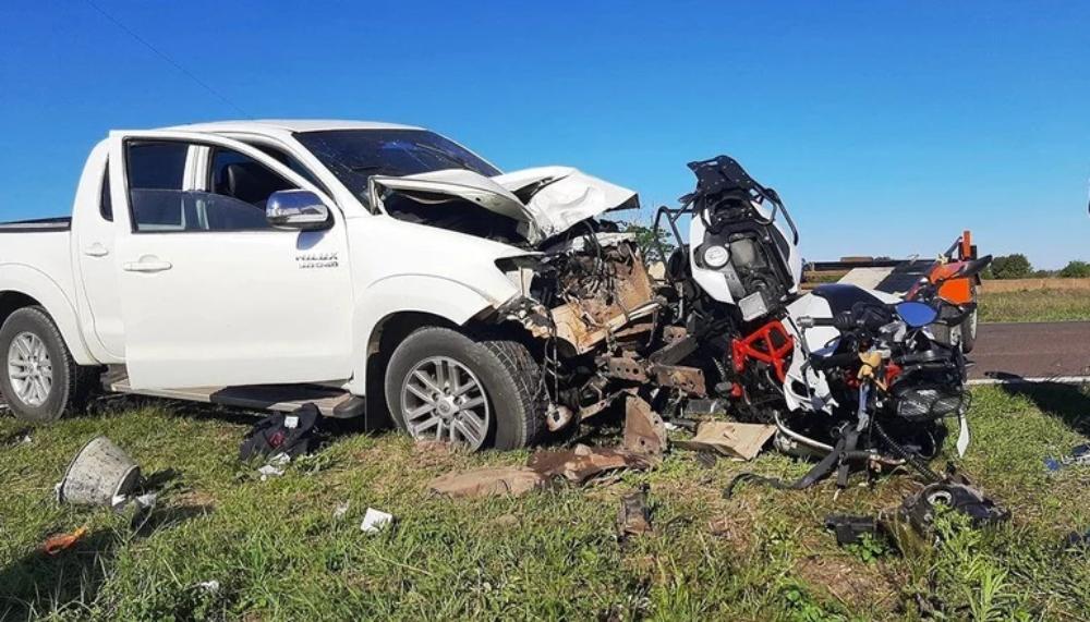 Dos entrerrianos se vieron envueltos en un impactante accidente. Un tráiler de motos se desprendió y provocó un choque en la ruta 12.