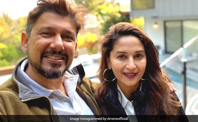 """What Came """"Straight From The Heart"""" Is This Loved Up Pic Of Madhuri Dixit And Shriram Nene"""