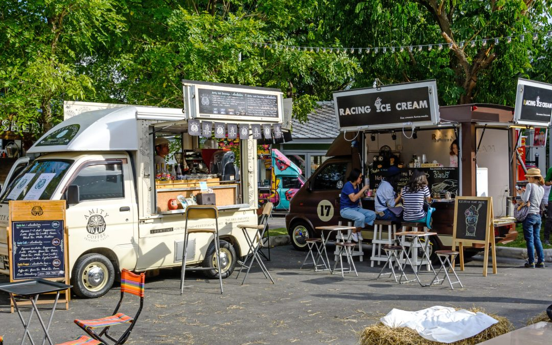 The Pros and Cons of Starting a Food Truck Business