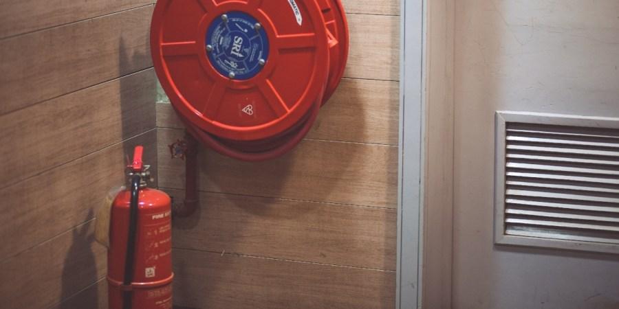 Les déclencheurs manuels permettent de signaler un départ de feu par n'importe quelle personne qui le constate.