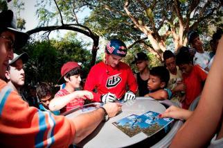 Alejandro Caro, BMX Red Bull compartiendo con jóvenes