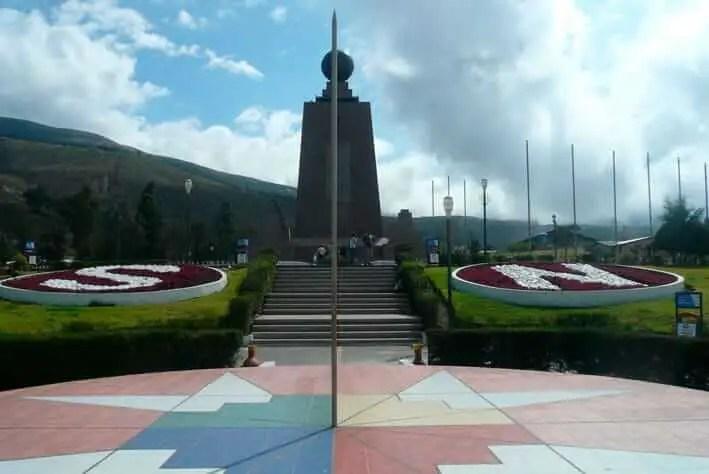 Lugares Turisticos de Ecuador Ciudad Mitad del Mundo