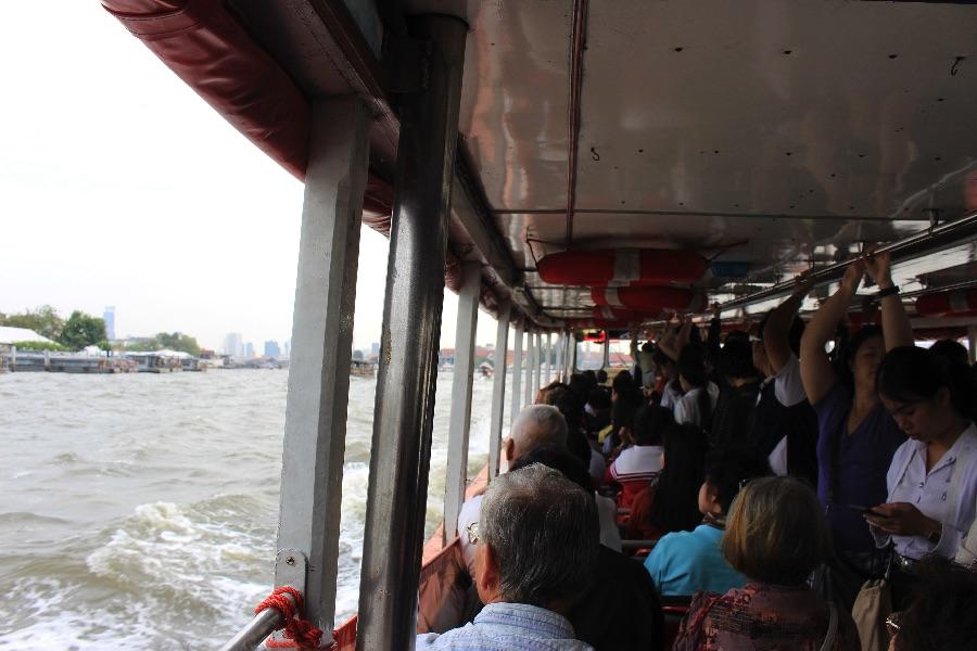 Un peu bondé parfois le ferry...