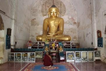 L'intérieur d'un temple.