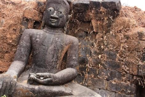 Un des Bouddhas de la Paya Peisi Daung.