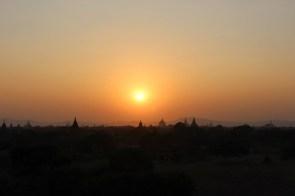 La plaine avec toutes ses pagodes.