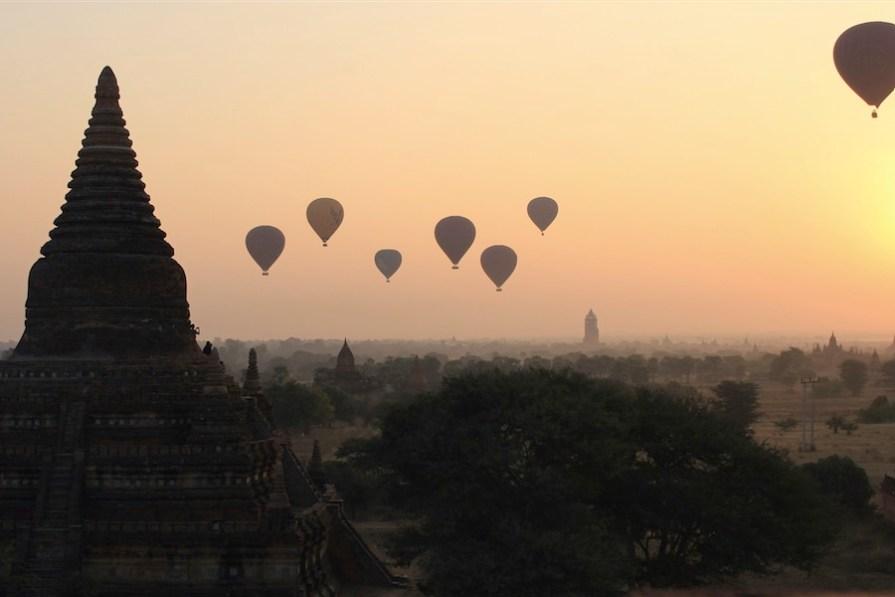 bagan-montgolfieres-matin-lever-soleil