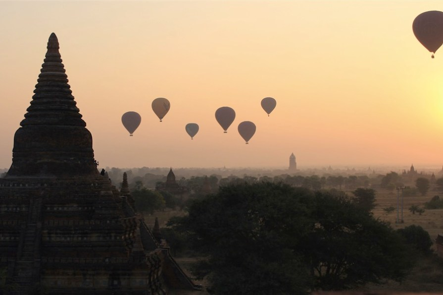 bagan-montgolfieres-matin-lever-soleil