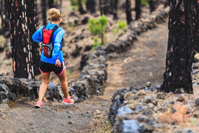 Speed hiking en foret