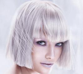 Isig blond med pärlnyanserade slingor