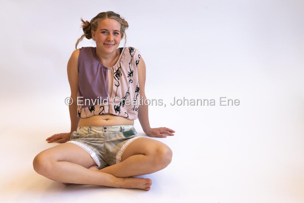 Portfoliofotografering för Textilakademin, Värnamo Folkhögskola 2021. Fotograf Johanna Ene. Kollektion Rebecka.
