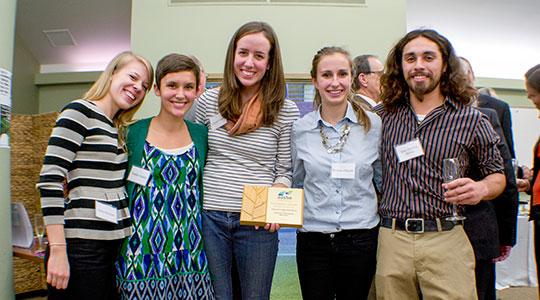 Students hold AASHE award
