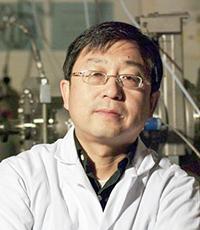 Portrait: Jian-Ping Wang