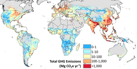 Total greenhouse gas emissions from cropland management including paddy rice cultivation, peatland draining, and nitrogen fertilizer application for 172 crops, circa 2000. Emissions are reported as metric tons (Mg) of carbon dioxide equivalent (CO2e) per year. Map courtesy of study authors.