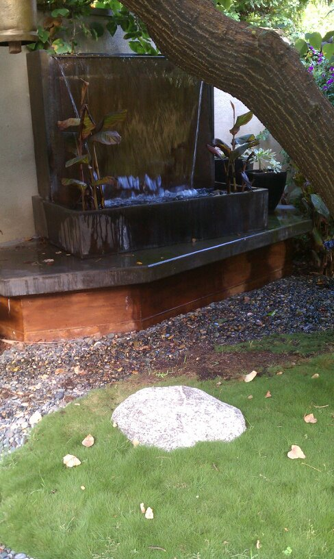 Waterwall features landscaping manhattan beach for Design of water harvesting pond