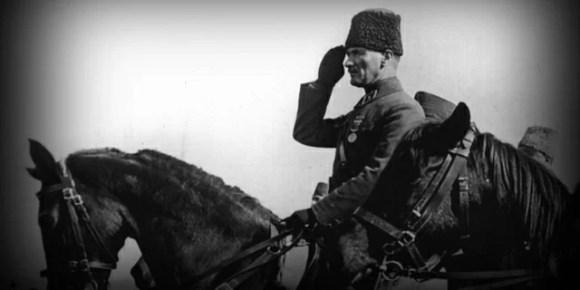Biz cahil dediğimiz zaman mektepte okumamış olanları kastetmiyoruz. Kastettiğimiz ilim hakikati bilmektir. - Mustafa Kemal Atatürk Resimli Sözler - Atatürk Sözleri Ve Fotoğraf Arşivi, unlu-sozleri, guzel-sozler