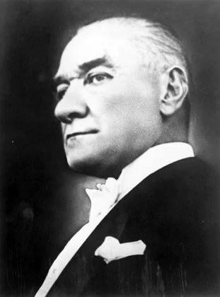 Tam bağımsızlık bizim bugün üzerimize aldığımız görevin özüdür. Bu görev bütün ulusa ve tarihe karşı yüklenilmiştir. - Mustafa Kemal Atatürk Resimli Sözler - Atatürk Sözleri Ve Fotoğraf Arşivi, unlu-sozleri, guzel-sozler