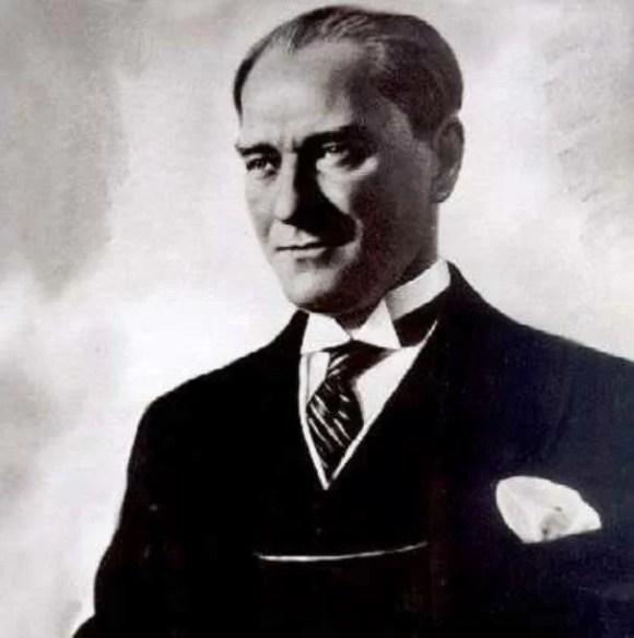 Yabancı bir devletin himaye ve desteğini kabul etmek insanlık özelliklerinden mahrumiyeti beceriksizlik ve miskinliği itiraftan başka bir şey değildir. - Mustafa Kemal Atatürk Resimli Sözler - Atatürk Sözleri Ve Fotoğraf Arşivi, unlu-sozleri, guzel-sozler