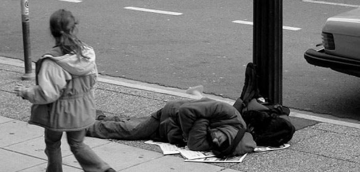 Η ΚΕΔΕ υιοθετεί τη «Χάρτα Δικαιωμάτων των Αστέγων»